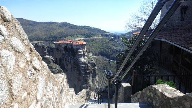 Day7-Meteora-scalinata-Megalo-Meteoro-Arché-Travel-On-Tour