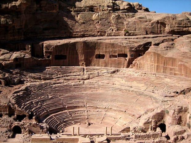 petra-cosa-vedere-anfiteatro-romano