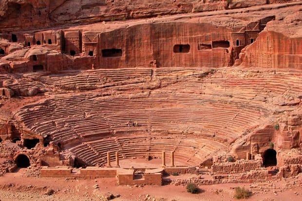 petra-storia-anfiteatro-romano-giordania