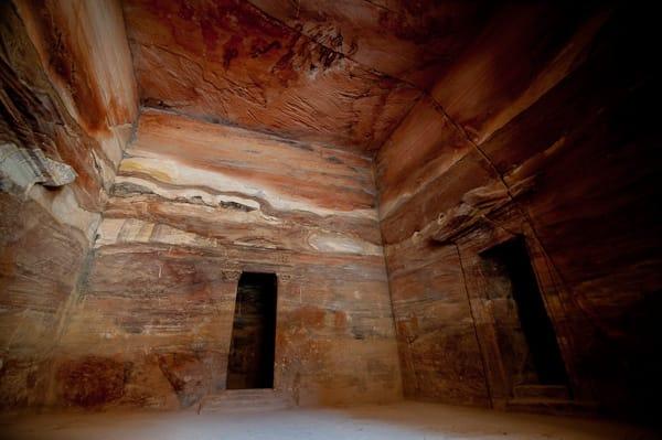 el-khaseneh-al-faroun-tesoro-del-faraone-petra_camera-interna