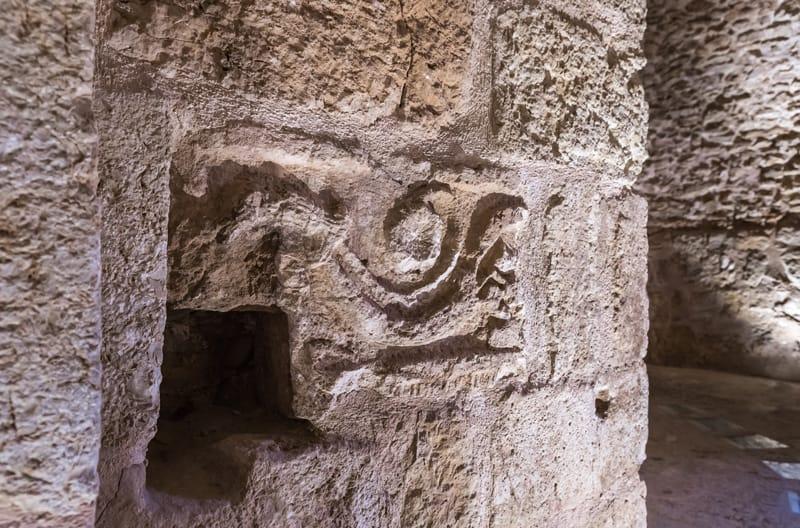 basso rilievo in pietra ajiloun
