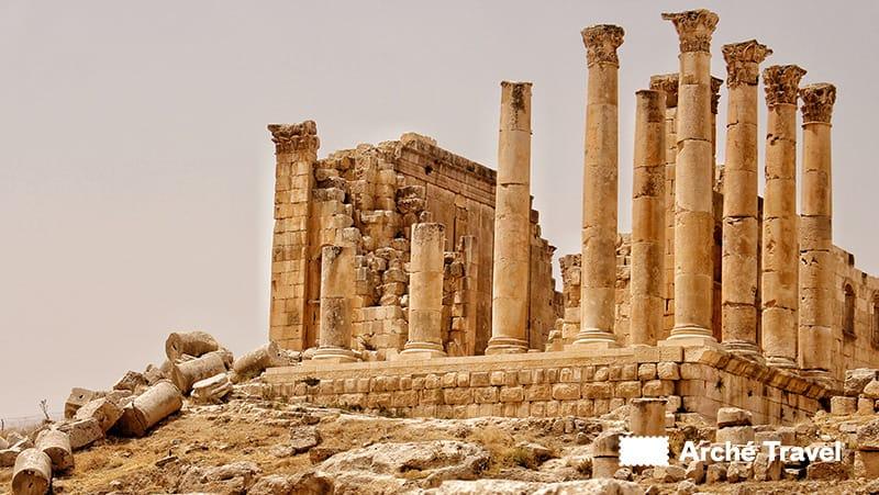 colonne tempio artemide jerash giordania