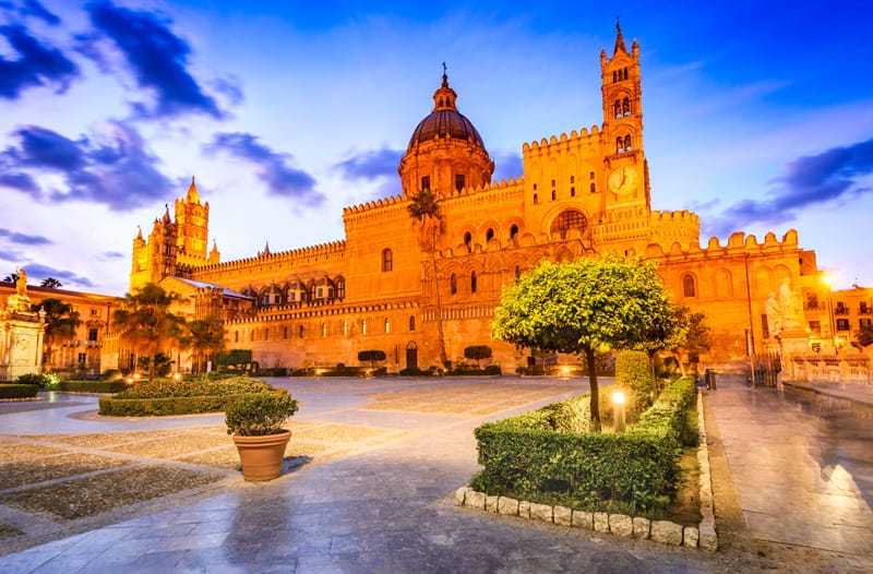 Piazza cattedrale di Palermo