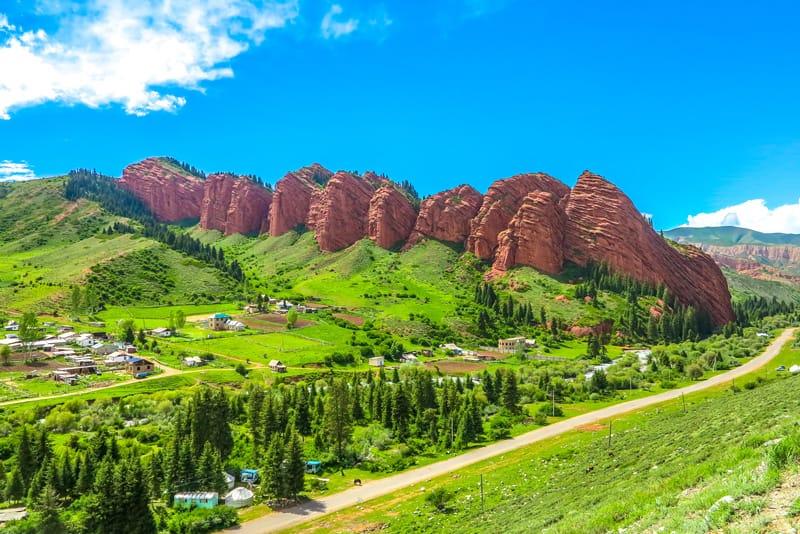 Rocce dei sette tori Jeti-Oguz - 10 cose da vedere in Kirghizistan