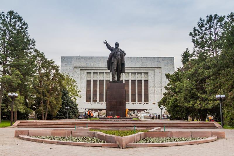statua Lenin epoca sovietica - Breve Storia del Kirghizistan