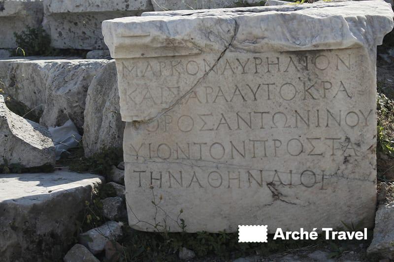 frammenti marmo pentelico acropoli atene