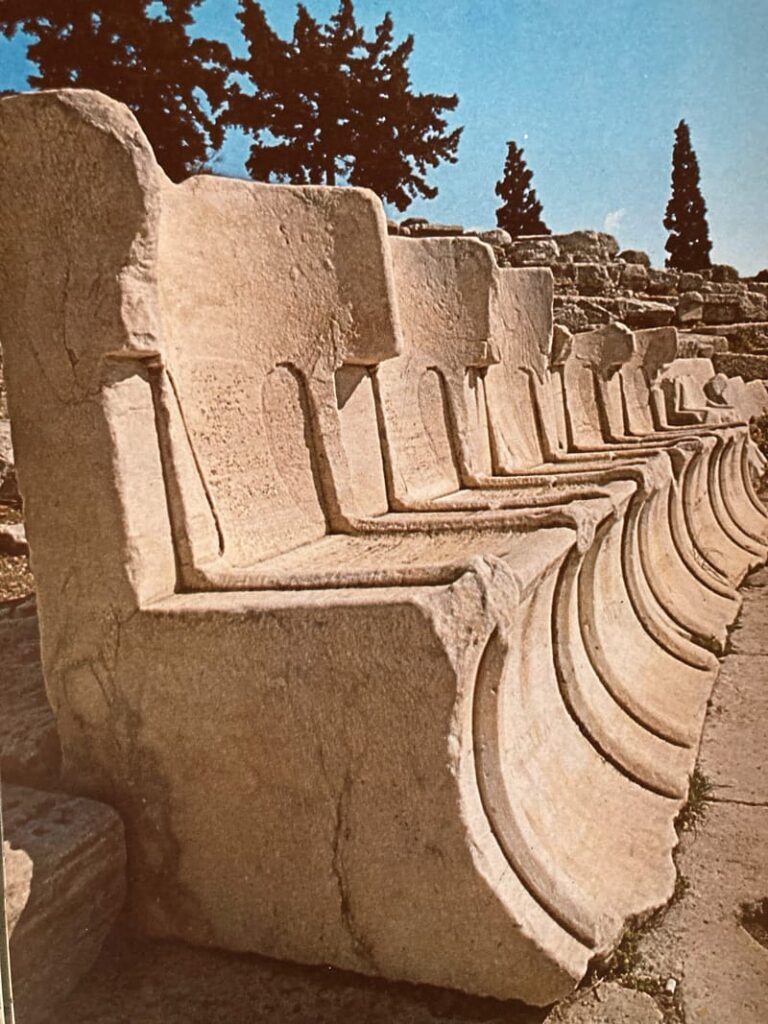 sedili marmo scolpito