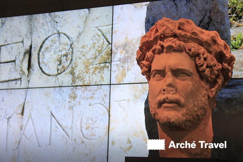 statua ingresso museo acropoli atene